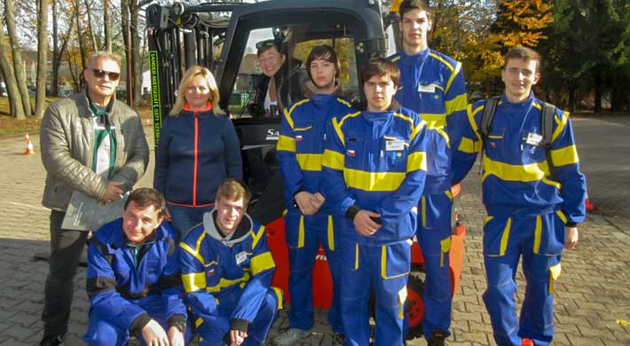 Group picture, students from Poland during the forklift training course