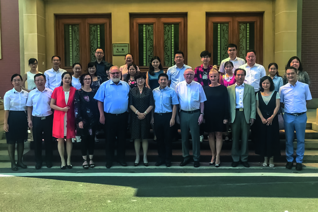 Group picture management of fuu-sachsen and management of Chinese-People´s Association for Friendship with Foreign Countries.