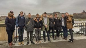 Group picture of Hungarian students on the Brühlsche Terasse in Dresden