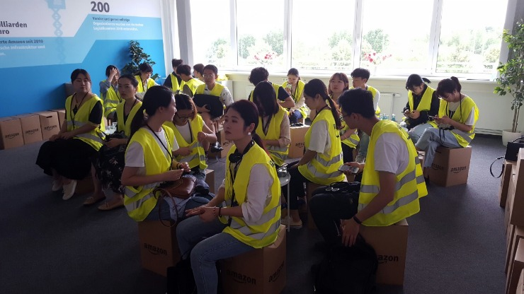 Group of students from Chongqing / China is sitting in the welcome room of Amazon Leipzig